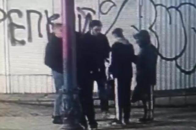 Граффитисты выпили и нанесли изображение на здание, отреставрированное за несколько миллионов.