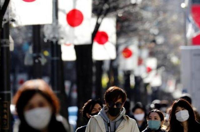 В Японии расширяют действие чрезвычайного положения из-за COVID-19.
