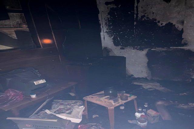 Мужчина погиб в ночном пожаре в многоэтажке в Уфе