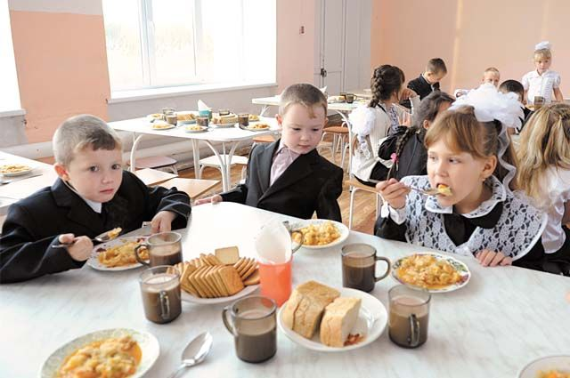 Быть или не быть подорожанию школьных обедов? Мэрия Оренбурга продолжает обсуждать вопрос питания в школах.