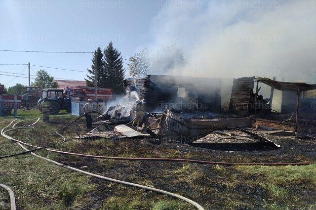 Мужчина и женщина погибли в пожаре в частном доме в Башкирии
