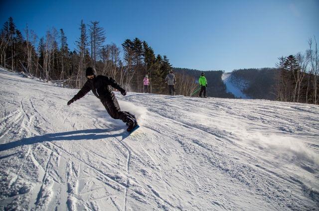 Трассы Красной полюбились и лыжникам, и сноубордистам.