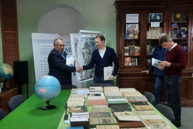 Во Владивостоке сохранилась уникальная библиотека учёного.