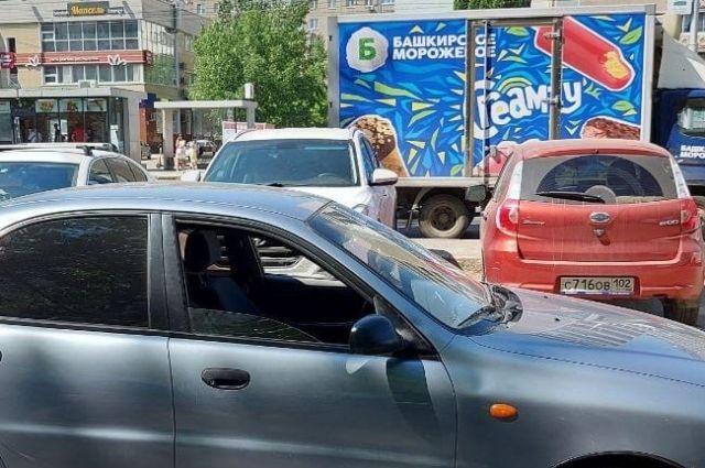 Пятилетний ребенок выбежал на дорогу прямо под машину в Уфе