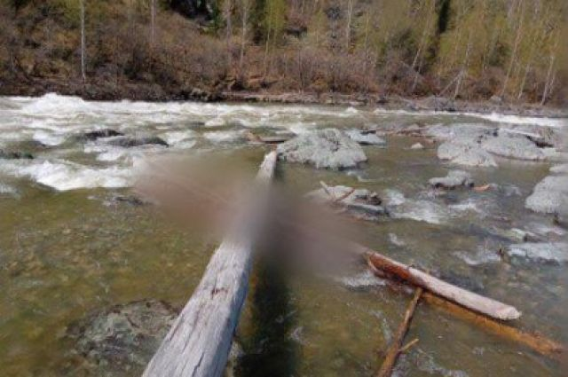 Спасители нашли тело на поверхности воды.