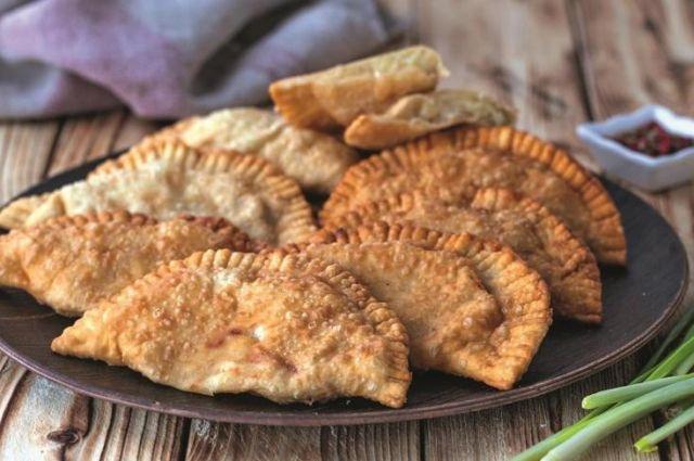 Чебуреки с картошкой и сыром: рецепт сытного блюда