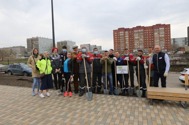 За два дня акции «Сиреневый день» новые аллеи сирени появились в 18 точках Красноярска.