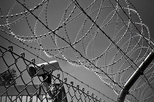 В тюрьмах Оренбуржья до 15 мая продлили коронавирусные ограничения.
