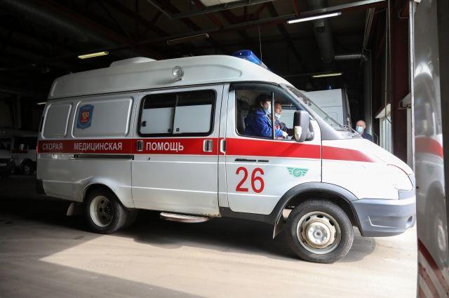 Пассажиры и водитель грузовика доставлены в больницу.