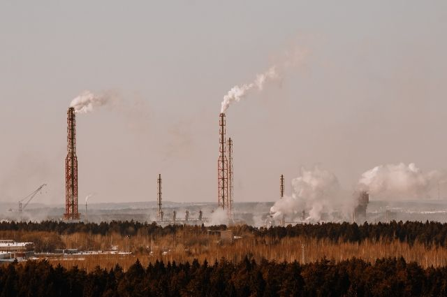Оренбуржцы жалуются на отравляющий запах в воздухе.