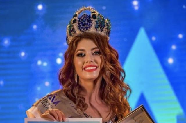 Корону победительницы завоевала 36-летняя бухгалтер из Бердска Евгения Долженко.