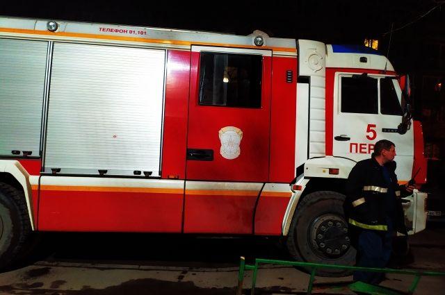 Когда пожарные прибыли на место, дом и баня полыхали.