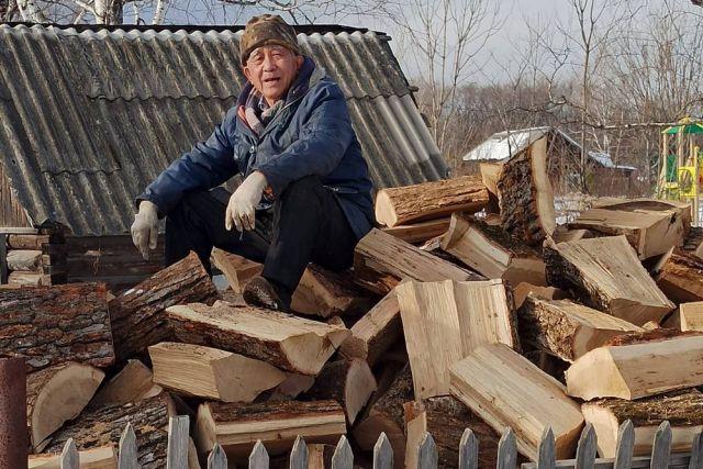 Настоящему писателю просто необходимо рубить дрова.