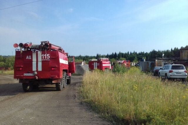 На тушение возгорания выехали 6 пожарных расчётов.