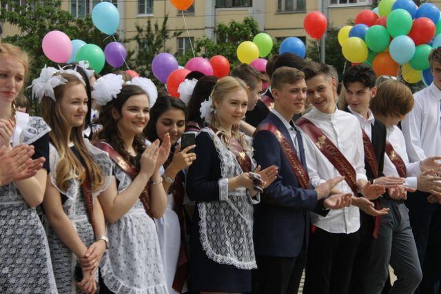 Последний звонок для учеников 9-х и 11-х классов прозвучит 22 мая в 110 школах города с соблюдением требований.