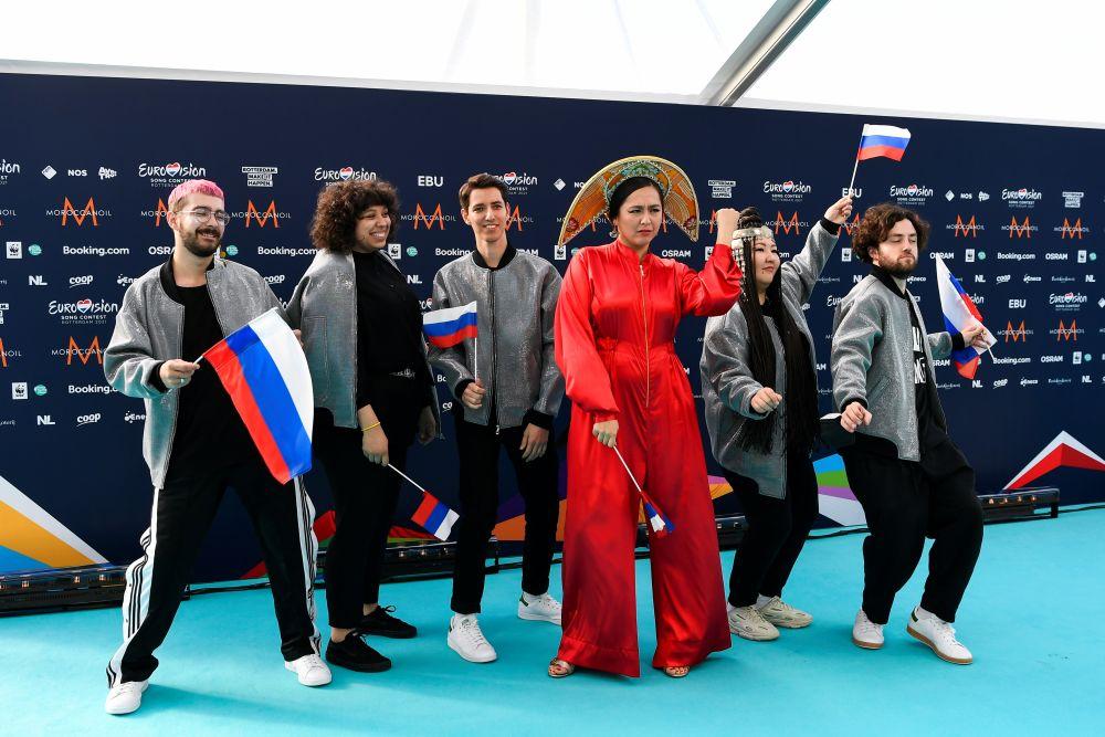Певица Манижа со своей командой (Россия)