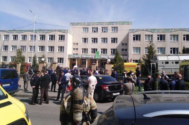 В момент нападения в школе находились 714 детей и около 70 сотрудников, включая 52 учителей.