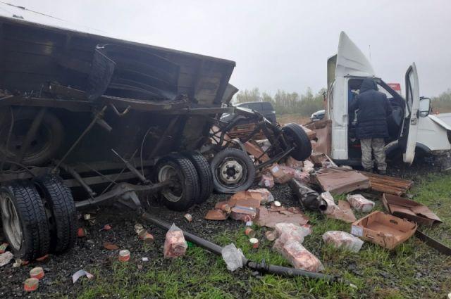 Столкнулись «Хонда Цивик Ферио» и  фургон ГАЗ-2747.