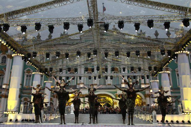 Жители и гости города на Неве смогут увидеть концерт как вживую, так и по интернету и телевидению.