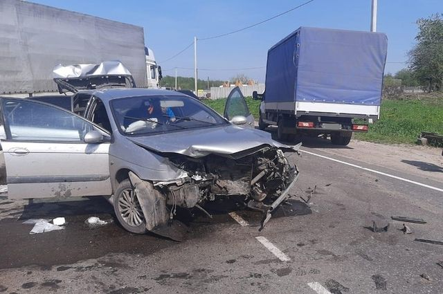 Два человека пострадали в ДТП на встречной полосе в Брянском районе