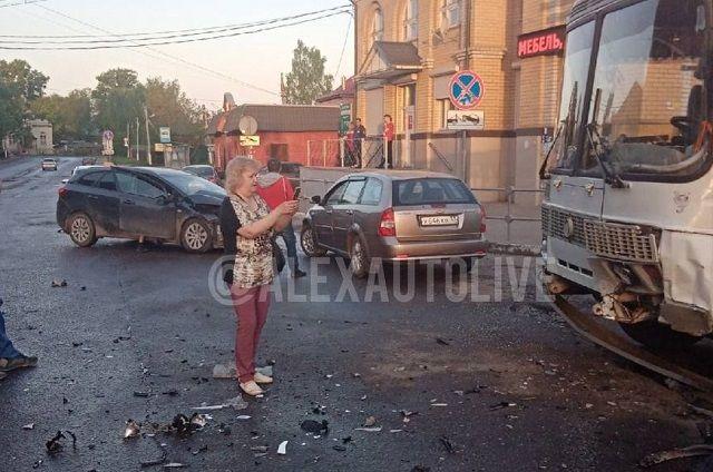 В Александрове пассажирский автобус попал в тройное ДТП