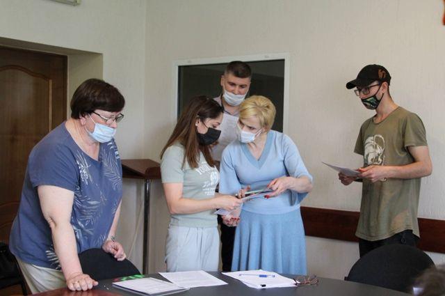 В Калининградской области детям-сиротам выдали первые сертификаты на жилье
