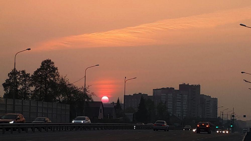 Тем временем в городе - красный закат от пожаров. Лесные пожары в Тюменской области, 2021