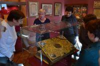 Почему спичечный коробок такой же ценный, как икона и рушник, рассказывает хранитель музея.