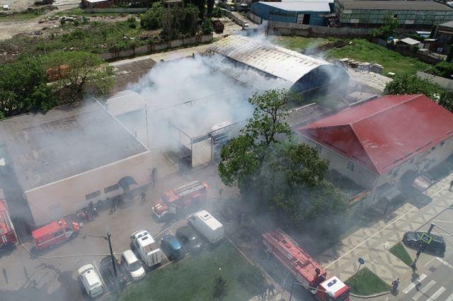 В Краснодаре потушили крупный пожар в районе МЖК на Новороссийской