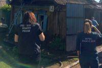 В горящем частном доме в Оренбуржье погибли женщина и малолетние дети.