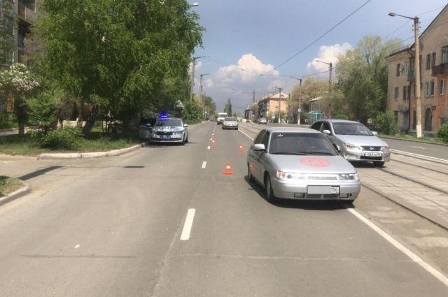 В Новотроицке на улице Мира «ВАЗ» сбил 6-летнюю девочку на самокате.