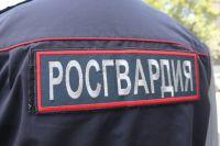 В Оренбурге росгвардейцы искали участницу конфликта.