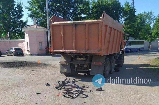 КамАЗ насмерть сбил несовершеннолетнего велосипедиста в Уфе