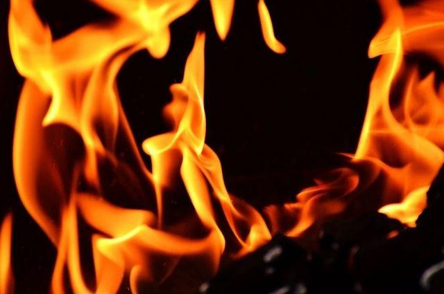 Соцсети: на объездной дороге Оренбурга загорелся груженый УАЗ.