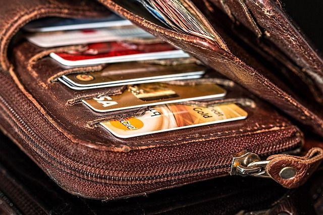 В Оренбурге студент нашел выброшенную кредитку и потратил с нее 22,5 тысячи на покупки в Интернете.