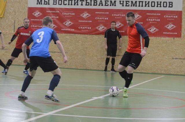55 коллективов со всех уголков Заполярья боролись в шести группах за звание сильнейших.