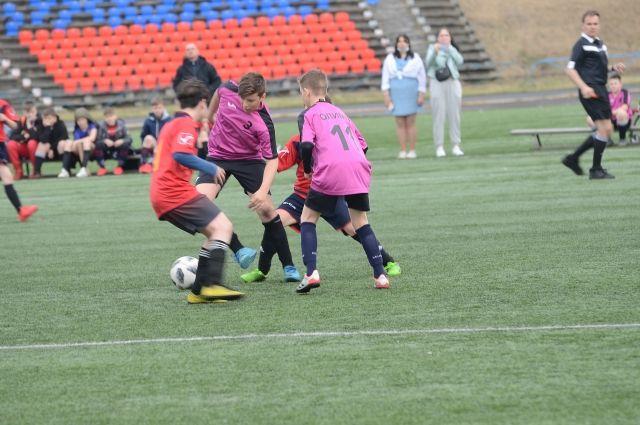 В старшей группе был проведён один матч – сразу финальный. В младшей – три команды участвовали.