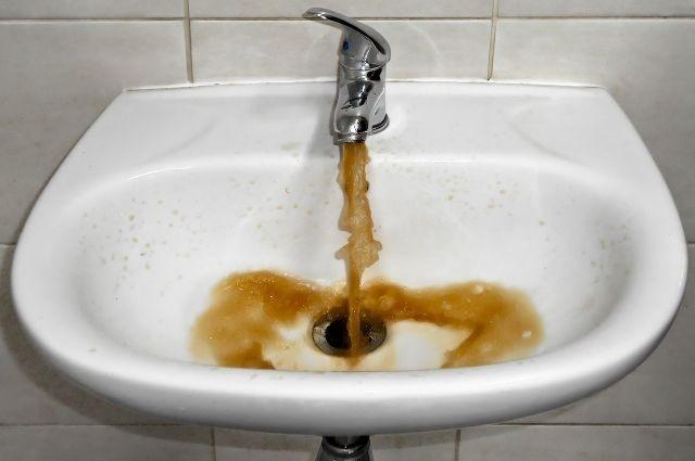 В феврале в Туломе завершилась реконструкция водозаборных сооружений. С тех самых пор у жителей и начались проблемы с горячим водоснабжением.