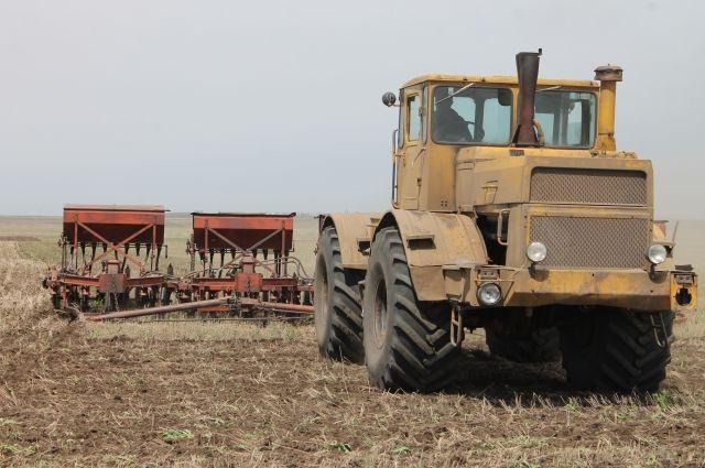 Весенне-полевые работы для аграриев – как очередное испытание, в котором им предстоит работать от зари до зари за небольшую зарплату.