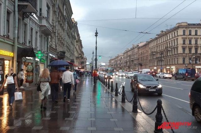 На Петербург обрушилась гроза.