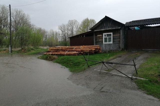 В зоне подтопления в Ермаковском районе находится 73 приусадебных участка, подтоплены 20 жилых домов.
