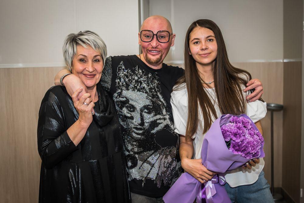 Кроме того, Шура рассказал, что помирился с мамой и поддерживает с ней общение. Женщина живет в Новосибирске и пришла на концерт сына.