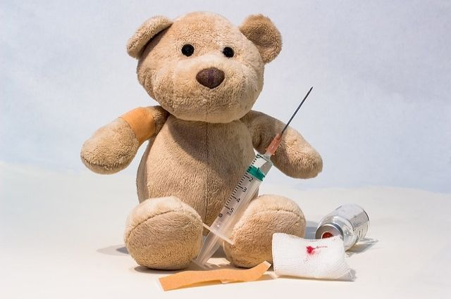 Малышу уже ввели первые инъекции препалата.