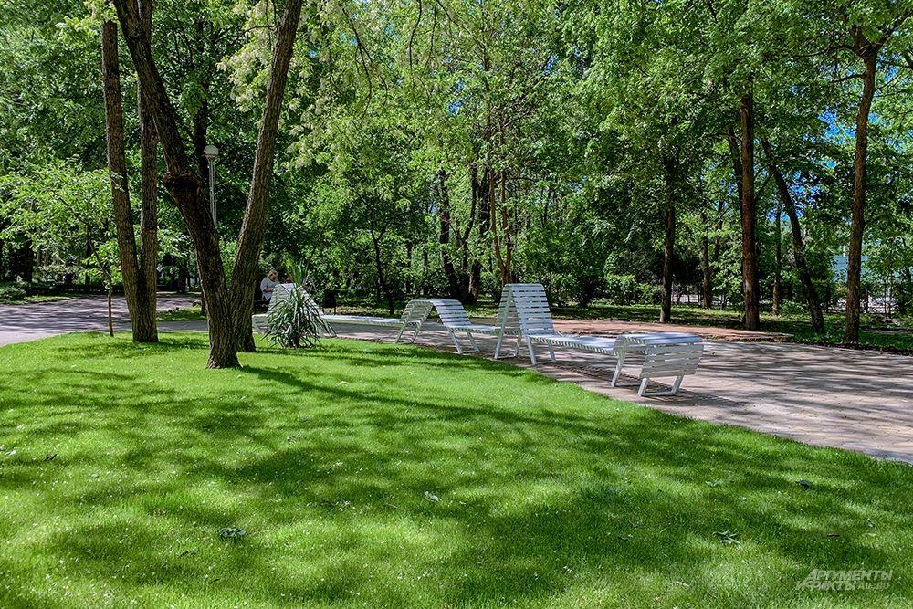 Зона отдыха в парке 30-летия Победы.