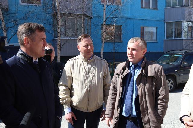 Председатель думы Сургутского района Анатолий Сименяк и депутат Александр Зимин побывали на лянторских объектах из списка голосования