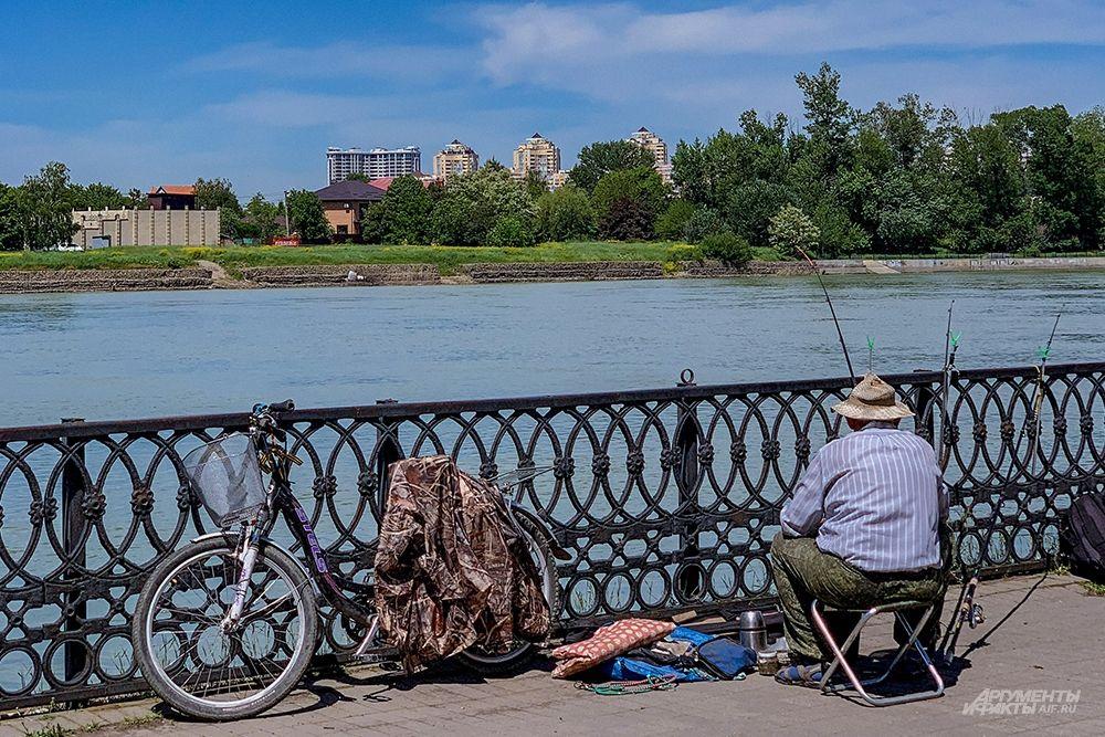 Рыбак на Кубанской Набережной.