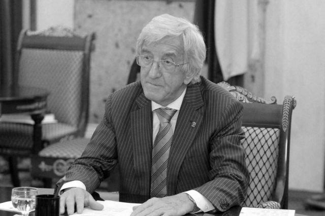 Премия должна стать памятником депутату Ленсовета и I – IV созывов петербургского парламента Ватаняру Саидовичу Ягья.