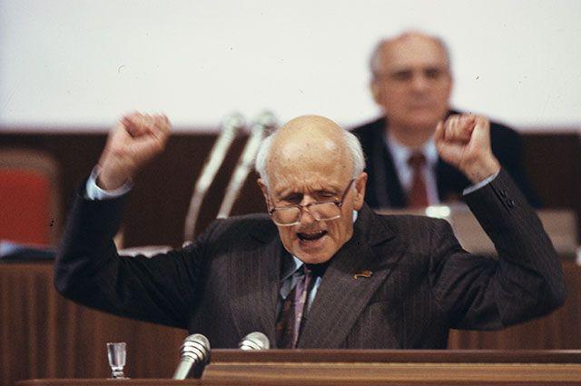 Академик Андрей Дмитриевич Сахаров на Съезде народных депутатов СССР (май-июнь 1989 года).