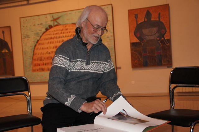 В своих работах Г.С. Райшев опирался на традиции народного искусства обских угров