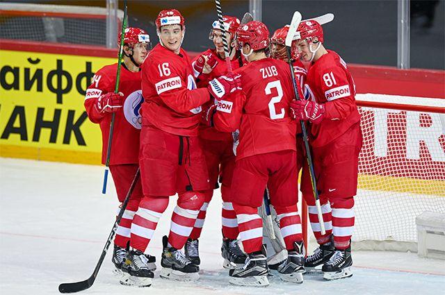 Игроки сборной России радуются победе в матче группового этапа чемпионата мира по хоккею 2021 между сборными командами России и Чехии.